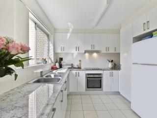 View profile: 2 level 2 bdm Townhouse - Great location!!