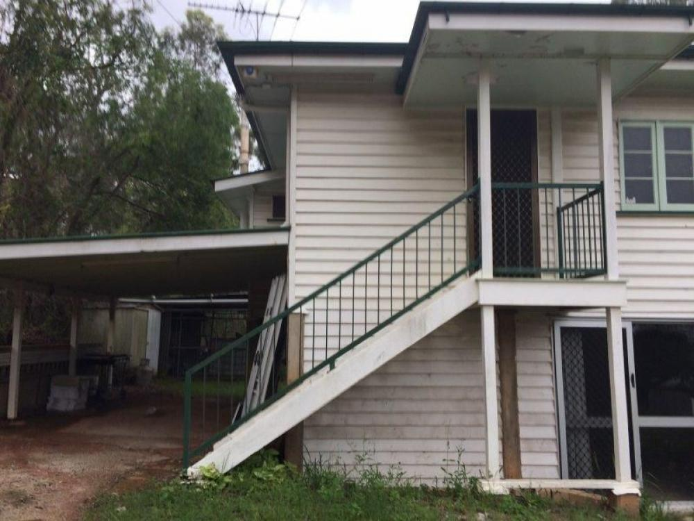 2 level 3 bedroom Home with Horse Yard