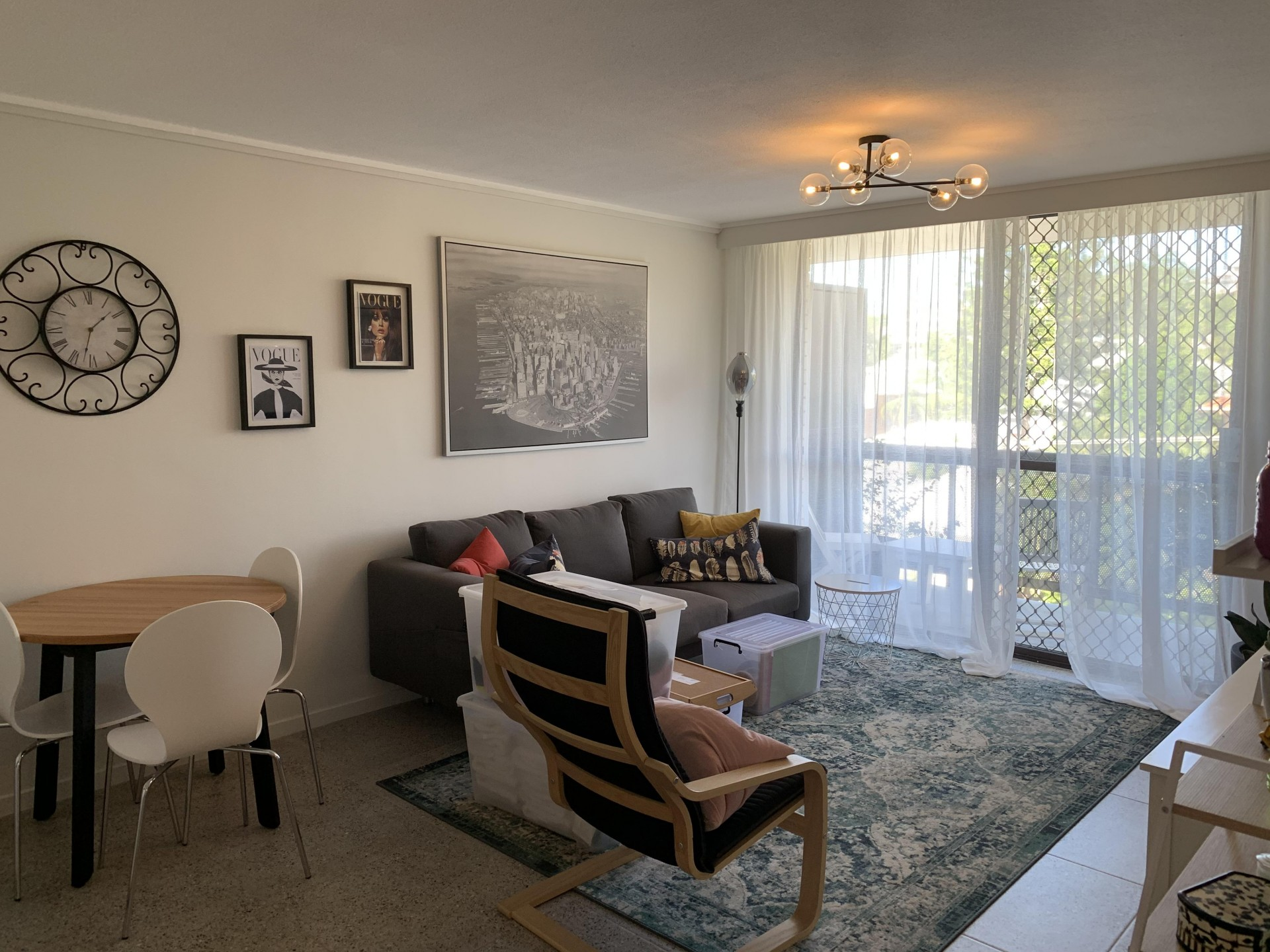 Large two bedroom apartment $440.00pw
