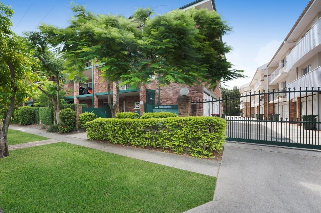 Gorgeous 3 bedroom unit in heart of New Farm