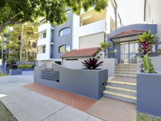 View profile: Lovely complex across the road from New Farm Park