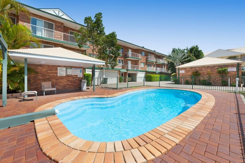 Gorgeous 3 bedroom unit in heart of New Farm - 1 MONTHS RENT FREE