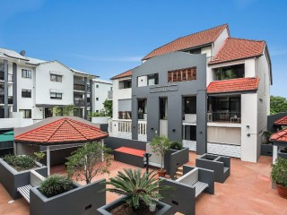 View profile: Fantastic 2 bedroom, 2 bathroom unit with pool and secure car park