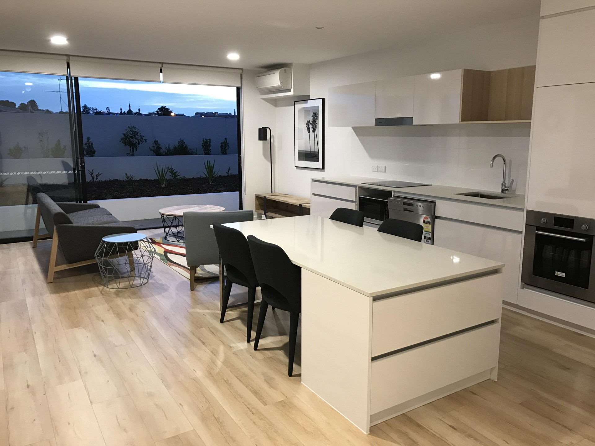 Excellent furnished unit with private courtyard - $410.00pw