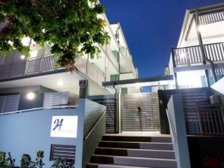 View profile: Ultra Modern 2 bdm 2 bthrm  Top Floor $450 P/W