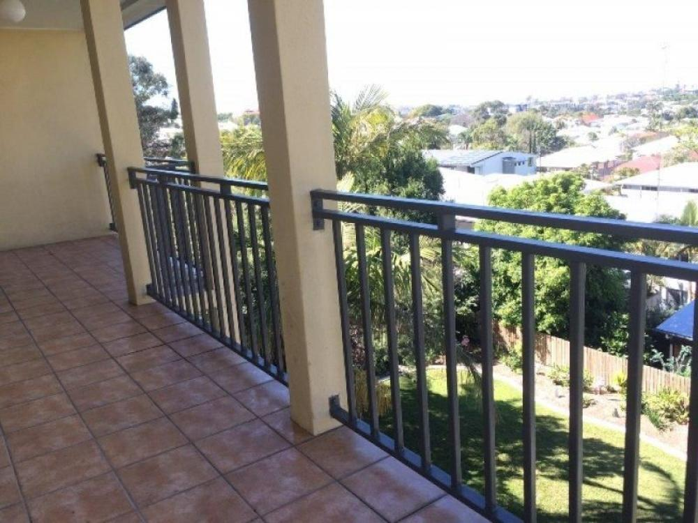 Impressive 2 bed 2 bath Apartment - High on Hill with a lovely outlook
