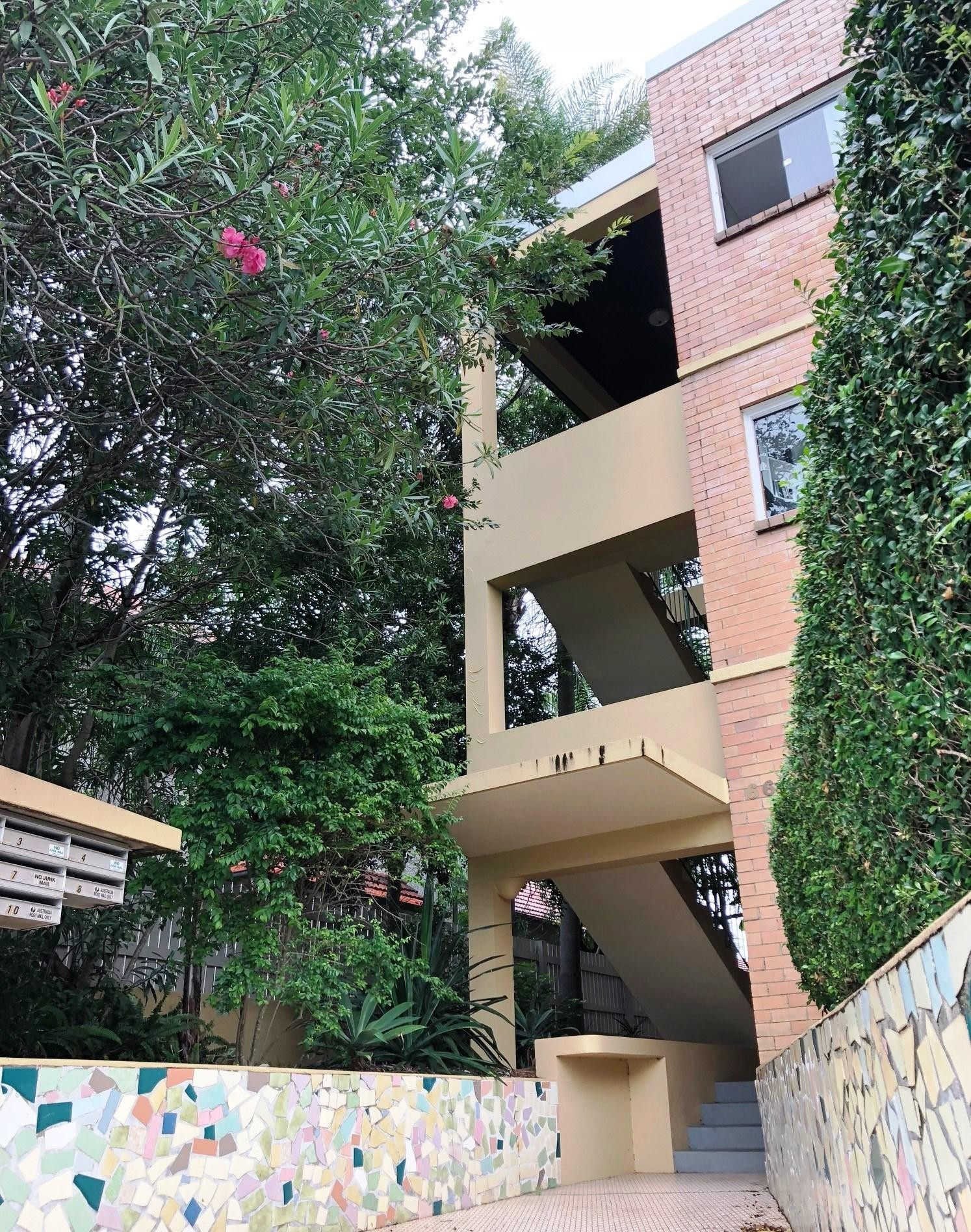 SPACIOUS 3 BED UNIT - PETS ON APPLICATION **$480 P/W**