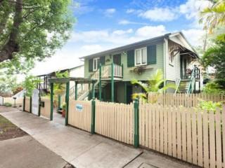 View profile: Impressive 4 bedroom 2 Level Family Home