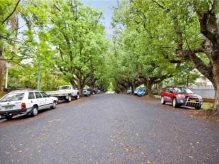 View profile: 1 Bedroom Unit in Beautiful Tree Lined Abbott Street