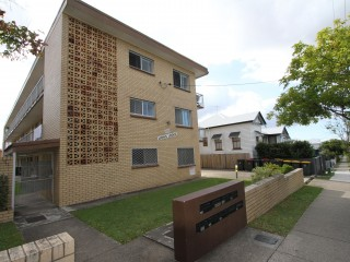 View profile: Lovely rear 2 bed unit in a quiet complex $395 p/w