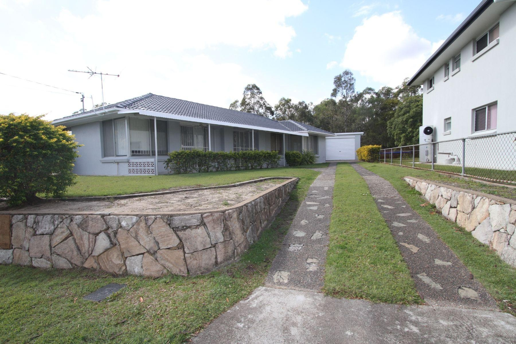 Great privacy, 3 bedroom home only 14kms from CBD