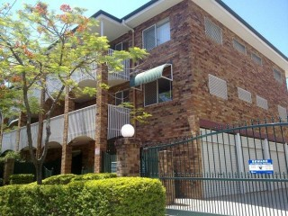 View profile: Renovated unit in great location **2 week rent free**
