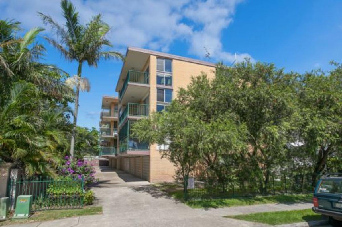 Large 2 bedroom, recently renovated unit
